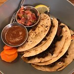 Tres Carnales Taqueria의 사진