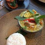 Thai green veg curry & fish cakes