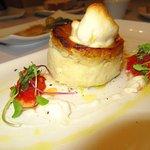 Timbal de brandada de bacalao con changurro y gelee de tomate