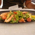 salade de crevettes en entrée du menu