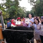 Group photos with friends who joined the running with ostrich