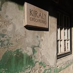 Király Baths : a discrete entry