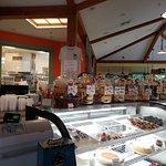 Φωτογραφία: Sweet Sensations Pastry Shop & 3 Dogs Cafe