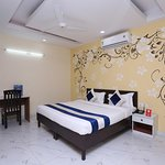 OYO 10008 Hotel Golden Tree