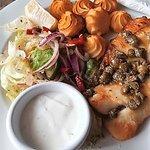 ryba pieczona z w sosie kaparowo-maślanym 23 zl