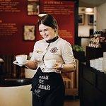 Искренние улыбки наших официантов.