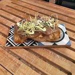 montadito de atun ahumado con brotes y mayonesa de wassabi