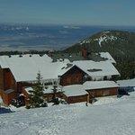 Schronisko na Śnieżniku w śniegach marcowych
