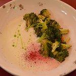 Глазированная брокколи с сырным кремом