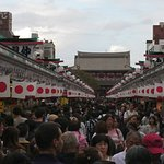 ภาพถ่ายของ Nakamise Shopping Street (Kaminarimon)