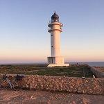 Es Cap de Barbaria Lighthouse의 사진