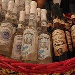 Vino cotto e bottigliette di anice e anice stellato. Venite a provarle da Partner Wine.