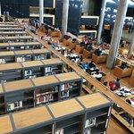 Área interna da biblioteca
