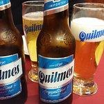 No podía faltar la cerveza Quilmes