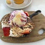 Foto de Honey Badger Dessert Cafe