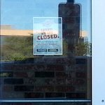 front window closing announcement for Northbrook's Fuddruckers