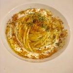 Spaghetto aglio olio peperoncino burrata e polvere di prosciutto
