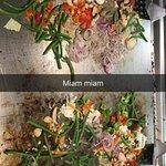 passage aux buffets legumes pour choisir parmi une 30 eme de legumes et un tour a la plancha