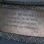 Foto de Alice in Wonderland Statue