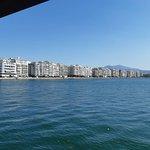 Μια υπέροχη βόλτα στον Θερμαϊκό βλέποντας την θεσσαλονικη