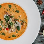 Острый Том Ям с морепродуктами, грибами и перцем Чили