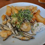 This is the starter, with addded chips. Plenty for a main course like this.
