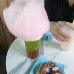 Bubble Tea Melon aux billes de Cerise et Donuts chocolat au lait/Schoko-Bons