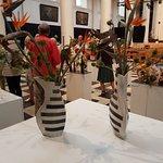 Ikebana tentoonstelling in de Sint-Walburgakerk te Brugge
