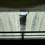 湯田ダム 内部から見る水のカーテン