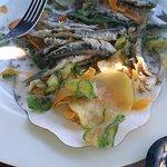 acciughe appena pescate e fritte con verdurine pastellate OTTIME