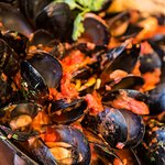 Steamed mussels in brava sauce