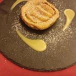 Tortino caldo di mele con crema inglese alla vaniglia
