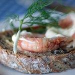 Jättegott bröd och aiolin är fantastiskt god med fräsch syrlig smak