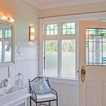 Ensuite of the Garden Room at Dyers House
