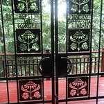 Decorative gates - flowers of the 3 nations who lost lives