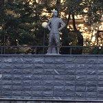 صورة فوتوغرافية لـ Yul Brynner Monument