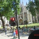 パーラメントスクエアの向こうにある聖マーガレット教会
