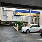 Innenhof mit Parkplätzen