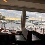 Foto de The Lake House Waterfront Grille
