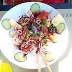 """salade """"du pêcheur"""" (saumon, crevettes grises,scampis, crevettes bouquet ,oeuf, salade mixe...,"""
