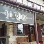 Foto de Moonshine Patio Bar & Grill