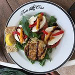 Lunch special - salad and crab cakes