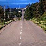 知床側から国道を左折して坂道を上ってくると「スタート地点」に到着ですが、その坂道を振り返るとオホーツク海が!
