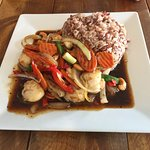 Stir Fried Cashew Scallops with brown rice