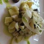 Insalata di calamari, patate, olive e finocchi