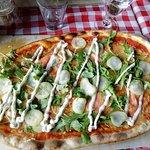 Ristorante Rennassa tilaamani Salmon-pizza oli todella herkullinen makuelämys.
