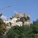 Castello visto dall'ingresso del paese