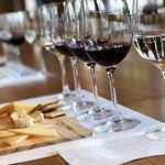 Degustação de queijos e vinhos com sommelier