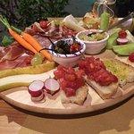 Antipasto misto per due (salumi, formaggio toscano, crostini, frutta e verdura di stagione)