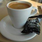 Φωτογραφία: Calmo Mare Cafe Μαζεδοπωλείο